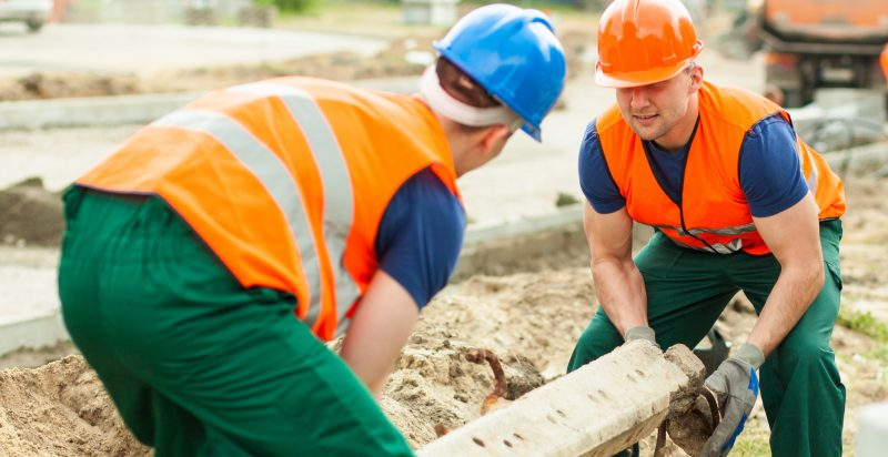 how to reduce the risk of manual handling injuries